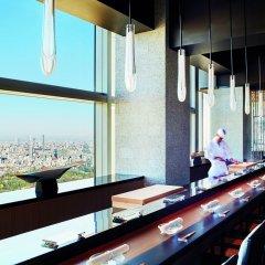 Отель The Ritz Carlton Tokyo Токио гостиничный бар