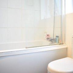 Отель Beautiful, Bright 1-bedroom Home With Garden ванная фото 2