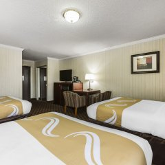 Отель Quality Inn & Suites Los Angeles Airport - LAX комната для гостей фото 5
