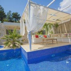 Villa Inci Турция, Калкан - отзывы, цены и фото номеров - забронировать отель Villa Inci онлайн бассейн фото 3