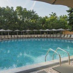 Отель HVD Viva Club Hotel - Все включено Болгария, Золотые пески - 1 отзыв об отеле, цены и фото номеров - забронировать отель HVD Viva Club Hotel - Все включено онлайн бассейн фото 3