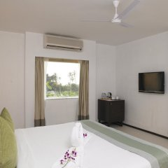 Отель Royal Orchid Beach Resort & Spa Гоа комната для гостей фото 4
