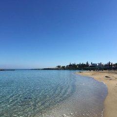Отель Mimosa Seafront Villa Кипр, Протарас - отзывы, цены и фото номеров - забронировать отель Mimosa Seafront Villa онлайн пляж