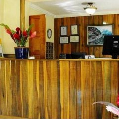 Bar-B-Barn Beach Hotel интерьер отеля