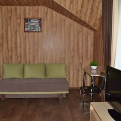 Гостиница A-House в Красноярске 1 отзыв об отеле, цены и фото номеров - забронировать гостиницу A-House онлайн Красноярск комната для гостей фото 3
