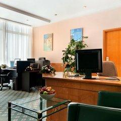 Отель Radisson Blu Hotel & Resort ОАЭ, Эль-Айн - отзывы, цены и фото номеров - забронировать отель Radisson Blu Hotel & Resort онлайн интерьер отеля