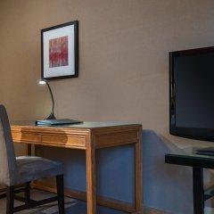 Отель Metropolitan Hotel Vancouver Канада, Ванкувер - отзывы, цены и фото номеров - забронировать отель Metropolitan Hotel Vancouver онлайн удобства в номере фото 2