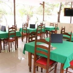 Отель French Garden Tourist Rest Анурадхапура питание фото 3