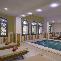 Отель The Cove Rotana Resort бассейн