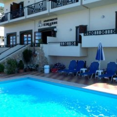 Апартаменты Kiriakos Apartments бассейн
