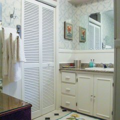 Отель Fisher House Victoria Bed and Breakfast Канада, Виктория - отзывы, цены и фото номеров - забронировать отель Fisher House Victoria Bed and Breakfast онлайн ванная