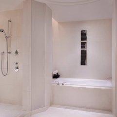 Отель The Ritz Carlton Tokyo Токио ванная фото 2