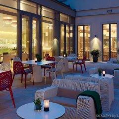 Отель Hyperion Dresden Am Schloss Германия, Дрезден - 4 отзыва об отеле, цены и фото номеров - забронировать отель Hyperion Dresden Am Schloss онлайн гостиничный бар