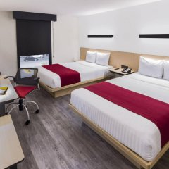 Отель City Express La Raza Мехико комната для гостей