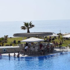 Amphora Hotel & Suites бассейн