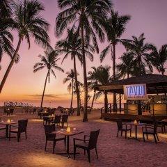 DoubleTree Resort by Hilton Hotel Fiji - Sonaisali Island гостиничный бар