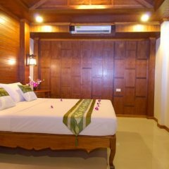 Отель Baan Pakgasri Hideaway Ланта сейф в номере