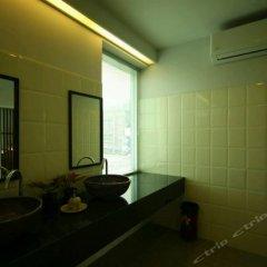 Отель Baan Dinso @ Ratchadamnoen Бангкок фитнесс-зал