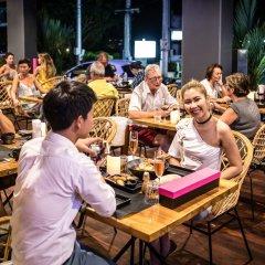 Отель Little Paris Phuket гостиничный бар