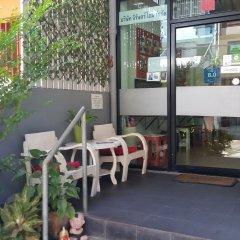 De Talak Hostel Бангкок парковка