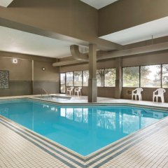 Отель Travelodge by Wyndham Toronto East бассейн фото 3