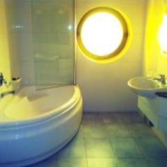 Rooms by Alexandra Hotel ванная