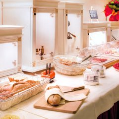 Отель Hôtel des Horlogers Швейцария, План-лез-Уат - 1 отзыв об отеле, цены и фото номеров - забронировать отель Hôtel des Horlogers онлайн питание фото 2