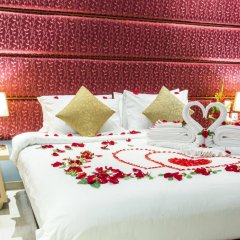 Отель IndoChine Resort & Villas сейф в номере