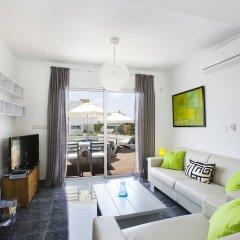 Отель Paradise Cove Luxurious Beach Villas Кипр, Пафос - отзывы, цены и фото номеров - забронировать отель Paradise Cove Luxurious Beach Villas онлайн комната для гостей фото 9