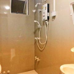 Отель Ashaz Inn (and Cafe) Мале ванная