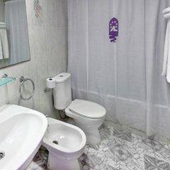 Отель Апарт-Отель Europa Испания, Бланес - 2 отзыва об отеле, цены и фото номеров - забронировать отель Апарт-Отель Europa онлайн ванная фото 2