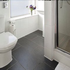 Отель Cavalaire Guest House Hotel Великобритания, Кемптаун - отзывы, цены и фото номеров - забронировать отель Cavalaire Guest House Hotel онлайн ванная фото 2