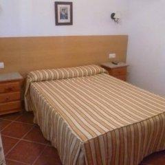 Отель Hostal Los Mellizos Испания, Кониль-де-ла-Фронтера - отзывы, цены и фото номеров - забронировать отель Hostal Los Mellizos онлайн комната для гостей фото 3