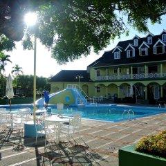 Отель Beach One Bedroom Suite C15 бассейн