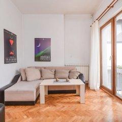 Отель FM Deluxe 1-BDR Apartment - Artist's Place Болгария, София - отзывы, цены и фото номеров - забронировать отель FM Deluxe 1-BDR Apartment - Artist's Place онлайн комната для гостей