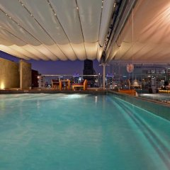 Отель Galleria 10 Sukhumvit Bangkok by Compass Hospitality бассейн фото 3