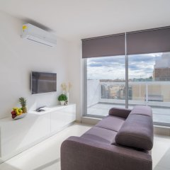 Отель Saint Julian's Penthouse Apartment Мальта, Сан Джулианс - отзывы, цены и фото номеров - забронировать отель Saint Julian's Penthouse Apartment онлайн комната для гостей фото 4