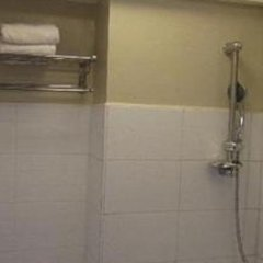 Отель Toilena Room and Board Филиппины, Манила - отзывы, цены и фото номеров - забронировать отель Toilena Room and Board онлайн ванная