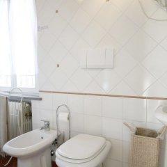 Отель We Tuscany - Zaffiro Bianco Италия, Сан-Джиминьяно - отзывы, цены и фото номеров - забронировать отель We Tuscany - Zaffiro Bianco онлайн ванная
