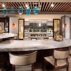 Отель New York Hilton Midtown США, Нью-Йорк - отзывы, цены и фото номеров - забронировать отель New York Hilton Midtown онлайн гостиничный бар фото 2