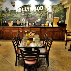 Отель Hollywood Inn Express South США, Лос-Анджелес - отзывы, цены и фото номеров - забронировать отель Hollywood Inn Express South онлайн питание фото 3