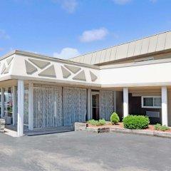 Отель Days Inn Elk Grove Village Chicago OHare Airport West парковка