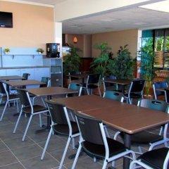 Отель Tahiti Airport Motel Французская Полинезия, Фааа - 1 отзыв об отеле, цены и фото номеров - забронировать отель Tahiti Airport Motel онлайн бассейн фото 2