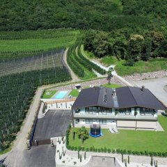 Отель Moar Lodge Лана приотельная территория