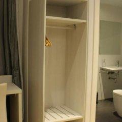 Отель Hostal Fina Испания, Барселона - отзывы, цены и фото номеров - забронировать отель Hostal Fina онлайн ванная