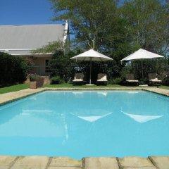 Отель River Bend Lodge бассейн