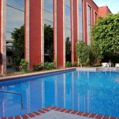 Отель Casa Grande Aeropuerto Hotel & Centro de Negocios Мексика, Гвадалахара - отзывы, цены и фото номеров - забронировать отель Casa Grande Aeropuerto Hotel & Centro de Negocios онлайн бассейн фото 3