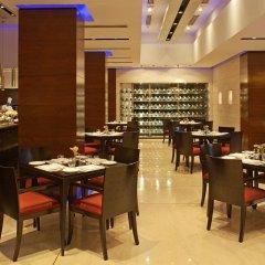 Отель Radisson Blu Plaza Delhi Airport питание фото 3