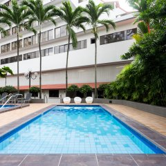York Hotel бассейн