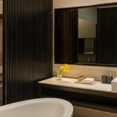 Отель Sheraton Grand Hotel, Dubai ОАЭ, Дубай - 1 отзыв об отеле, цены и фото номеров - забронировать отель Sheraton Grand Hotel, Dubai онлайн ванная фото 2